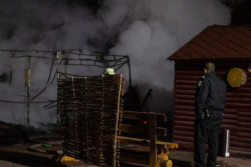 Кругом дым и пламя: в Киеве взорвалось кафе – ФОТО, ВИДЕО - фото 190249