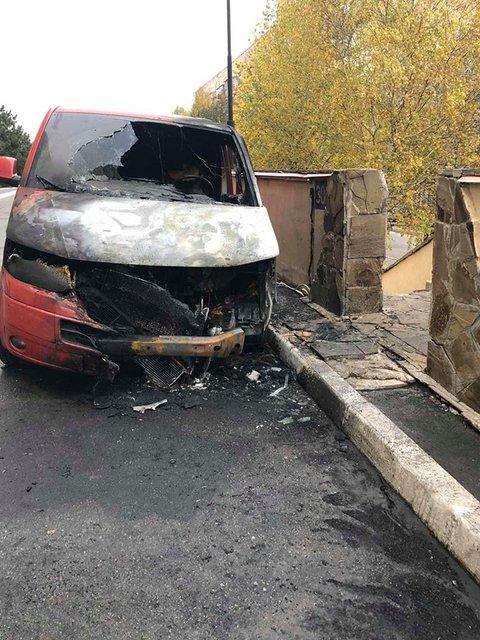 У дома 'слуги народа' сгорело авто. Он метит в губернаторы – ФОТО - фото 190266