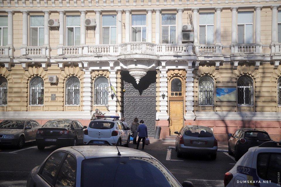 В Одесской полиции обрушился потолок, есть пострадавшие – ФОТО - фото 191041