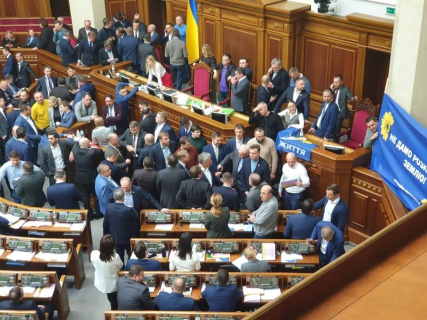 Рада  приняла закон о продаже земли - ФОТО - фото 191175