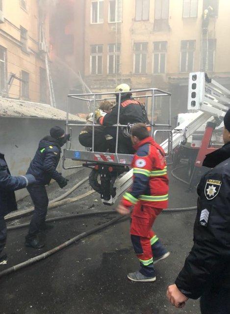 В Одессе горит колледж, есть жертвы - ФОТО, ВИДЕО (ДОПОЛНЕНО) - фото 192289