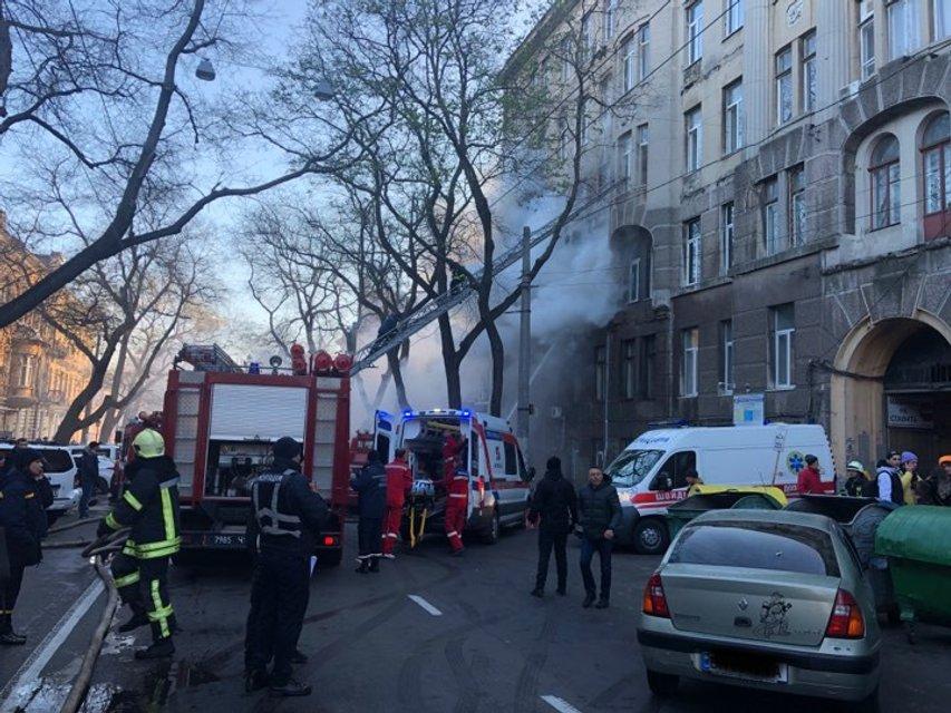 В Одессе горит колледж, есть жертвы - ФОТО, ВИДЕО (ДОПОЛНЕНО) - фото 192290