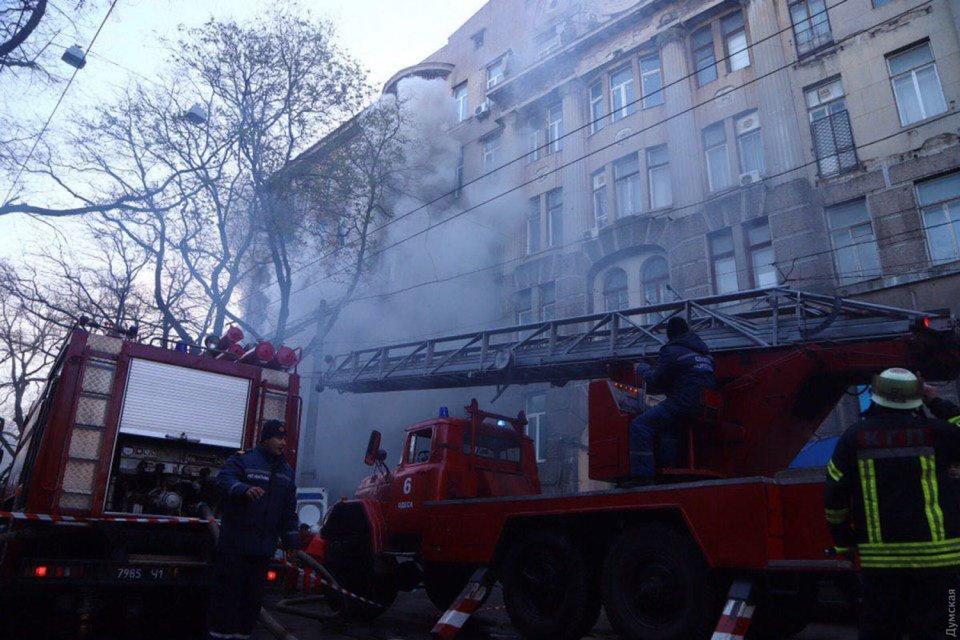 Пожар в Одессе: погибла преподаватель, пятеро пропавших и 16 пострадавших ФОТО+ВИДЕО - фото 192319