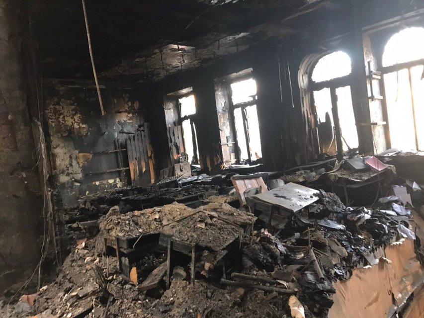 Здание сгоревшего колледжа в Одессе может обрушиться - фото 192616