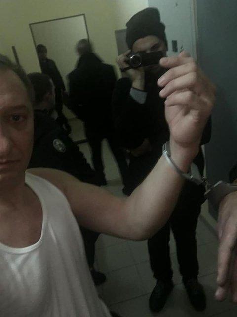 Мордобой в Раде: Полиция схватила 'свободовца-драчуна' – ФОТО - фото 192711