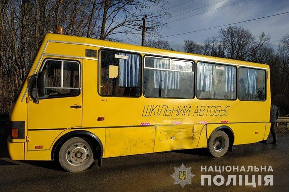 Под Тернополем  автобус с детьми попал в ДТП. Есть погибший - фото 192877