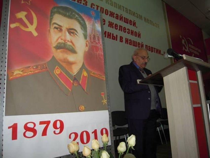 Зашкваренные и запрещенные коммунисты отметили в Киеве днюху Сталина - фото 193476