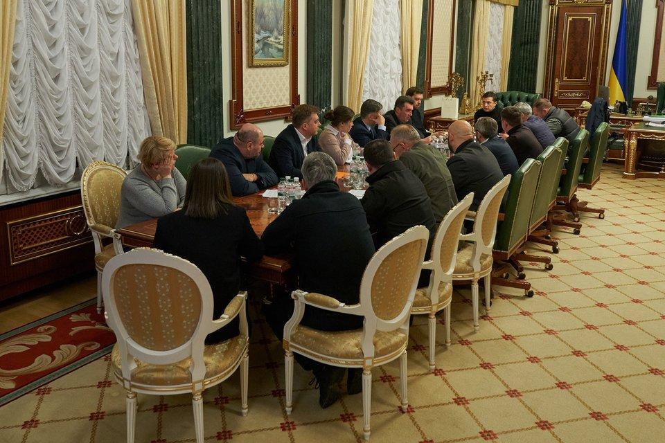 Зеленский отдал за полёт в Украину до 100 тысяч долларов - фото 194041