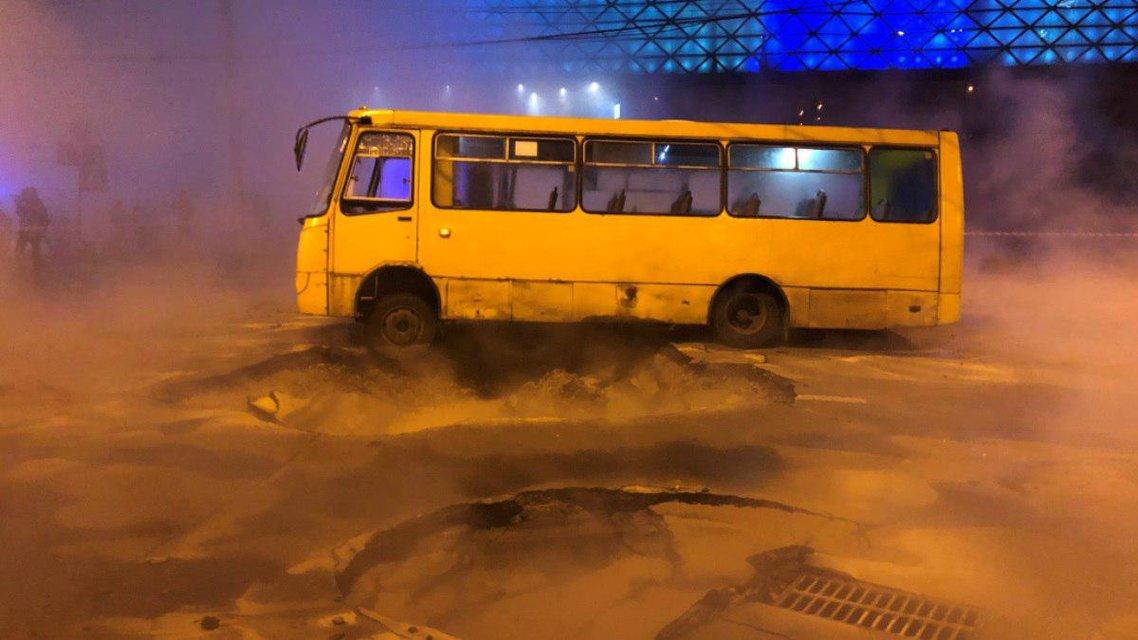 Киевский ТРЦ Ocean Plaza эпично затопило ВИДЕО - фото 194259