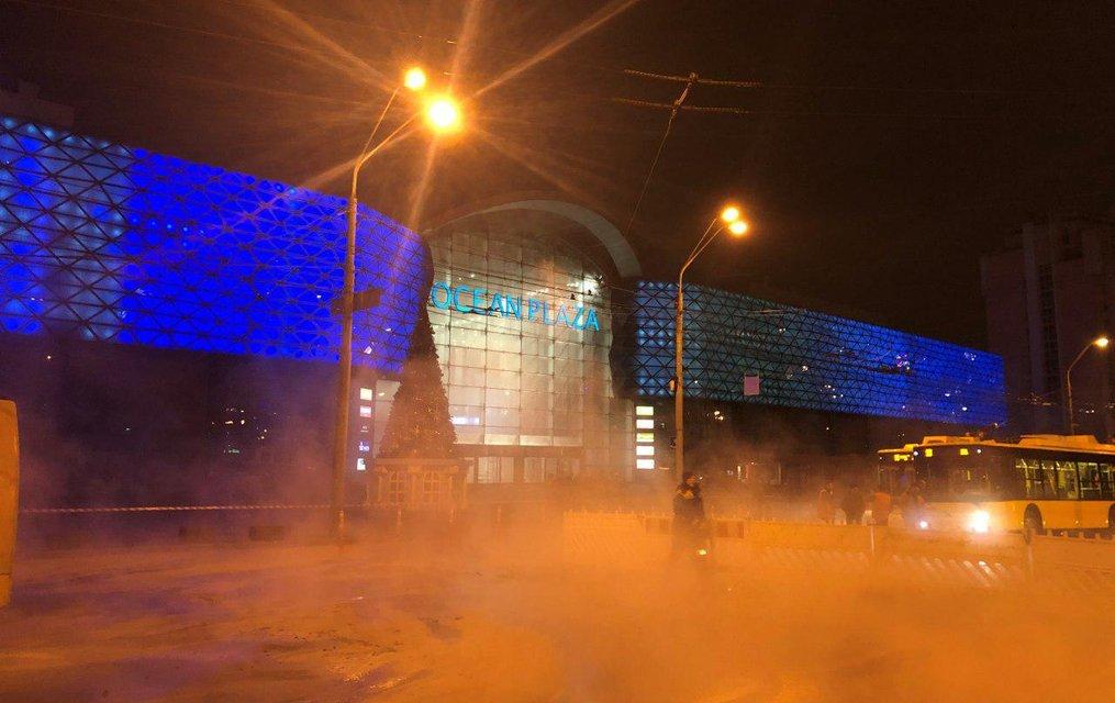 Киевский ТРЦ Ocean Plaza эпично затопило ВИДЕО - фото 194260