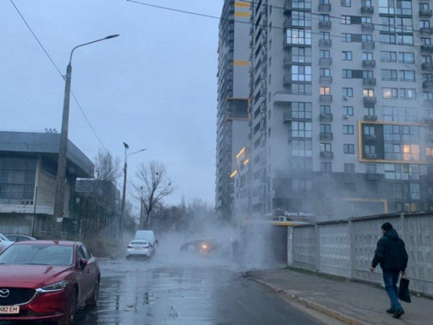 Реки кипятка: в Киеве произошел очередной коммунальный коллапс (ФОТО) - фото 194303