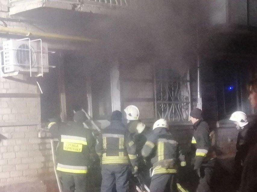 В Херсоне сожгли офис Шария (ФОТО) - фото 194748