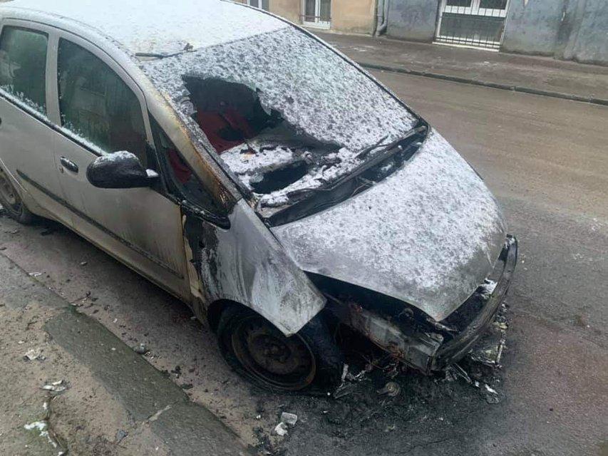 Во Львове сожгли машину журналистки 'Радио Свобода' – ФОТО - фото 195110