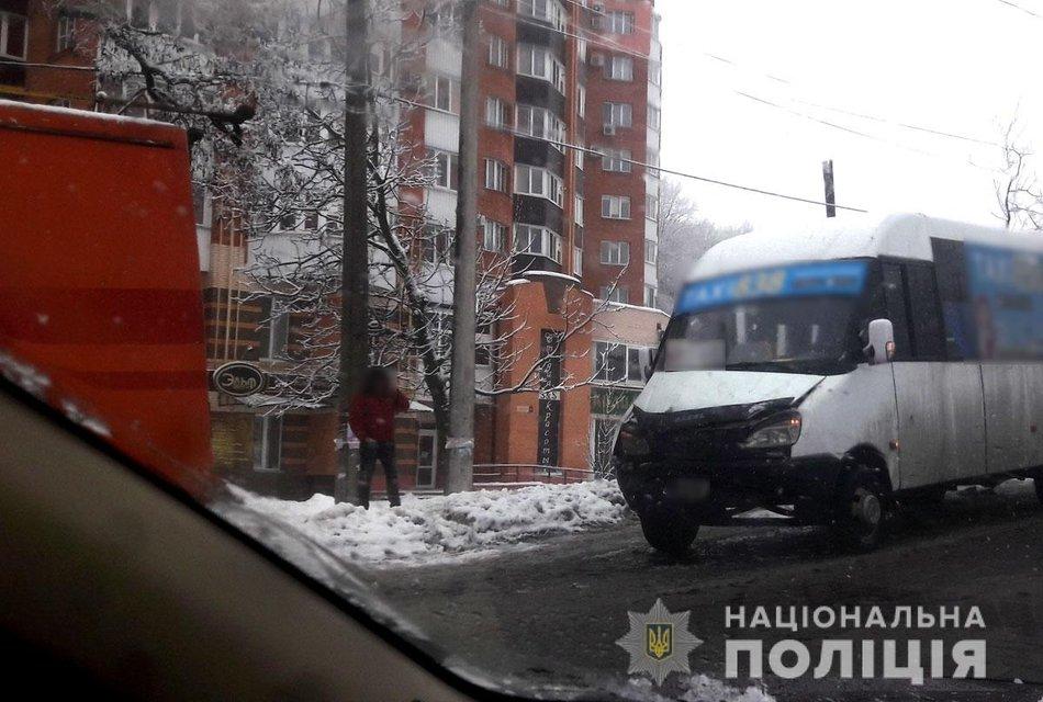 В Полтаве маршрутка протаранила троллейбус, есть пострадавшие - фото 195742