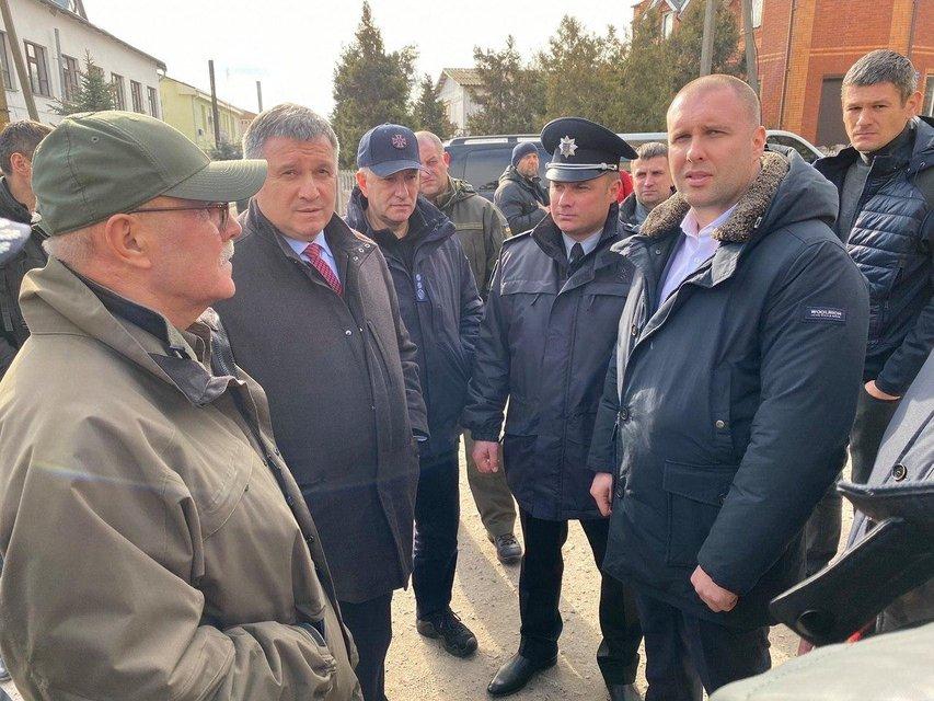 300 санжарцев: Почему украинцы готовы расправляться с эвакуированными из Уханя - фото 196179