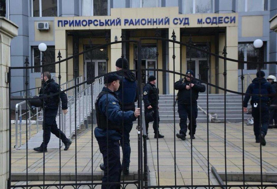 В Одессе обвиняемый в убийстве взял в заложники судей и угрожал взорвать гранату (ФОТО) - фото 196550