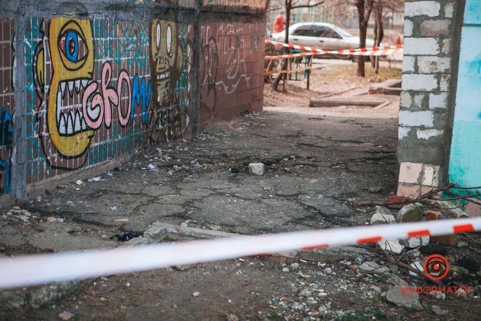 В Днепре прогремел взрыв, мальчику оторвало руку - ФОТО - фото 196575