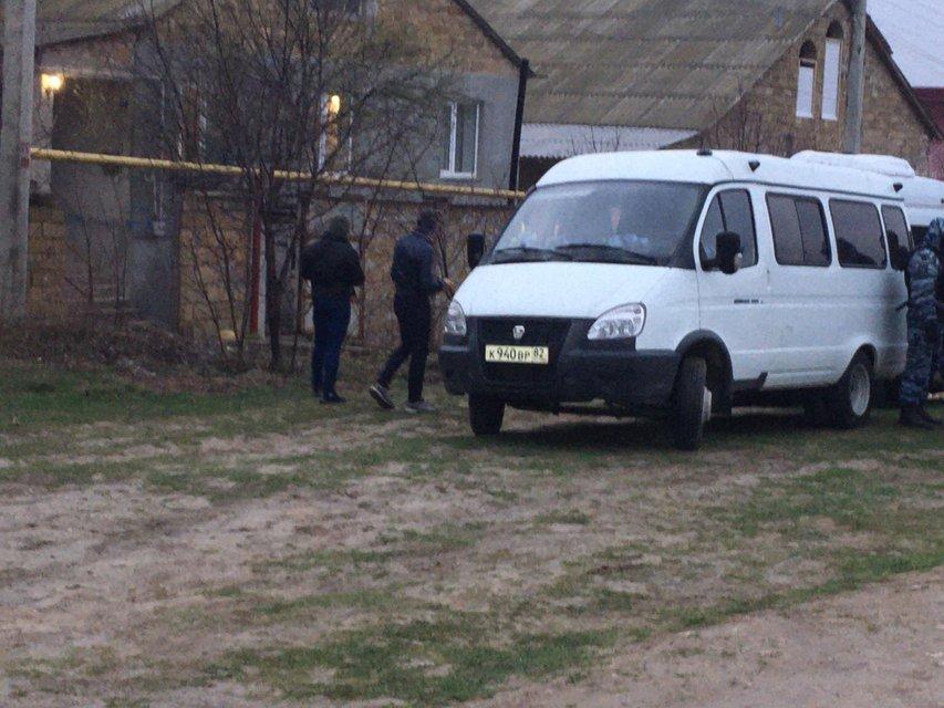 Оккупанты вломились в дома крымских татар: Что происходит? - фото 197061