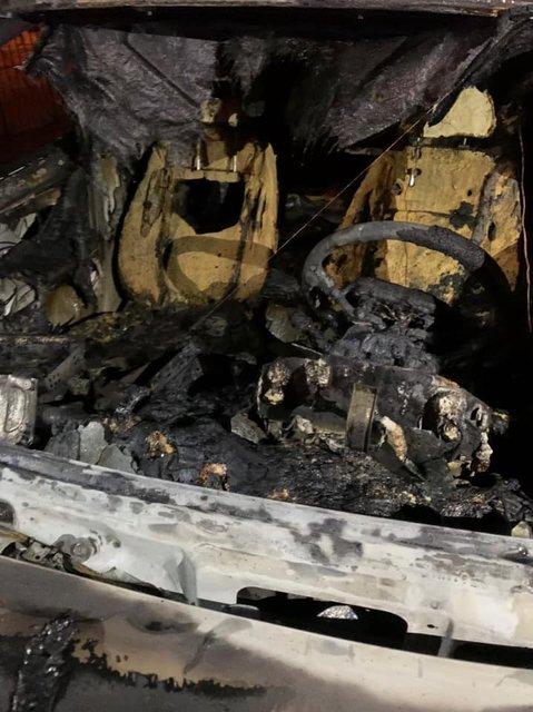 В Киеве сожгли машину важного чиновника - ФОТО - фото 197118