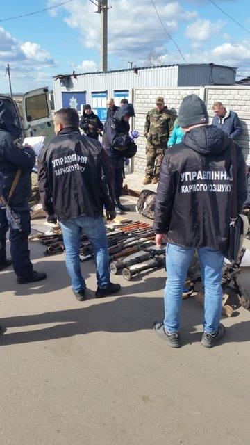 На Луганщине задержали автобус с оружием – ФОТО - фото 197145