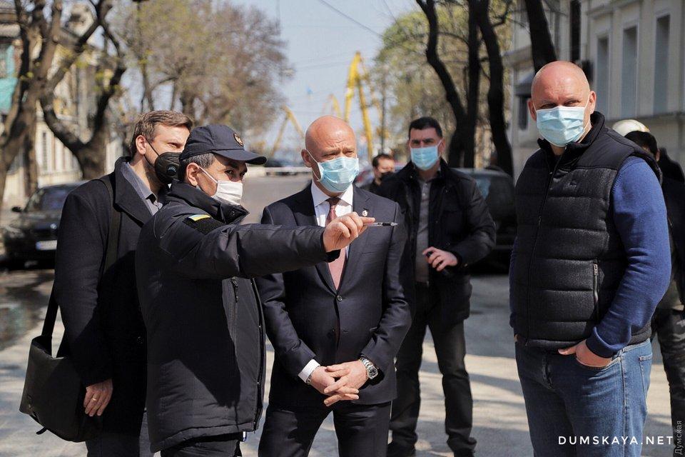 В центре Одессы обрушился дом: Что происходит? – ФОТО - фото 198447