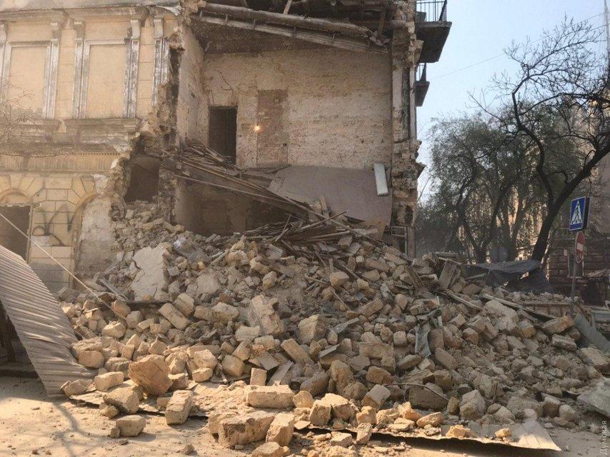 В центре Одессы обрушился дом: Что происходит? – ФОТО - фото 198449