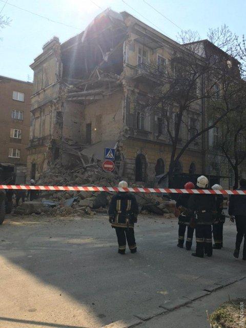 В центре Одессы обрушился дом: Что происходит? – ФОТО - фото 198450