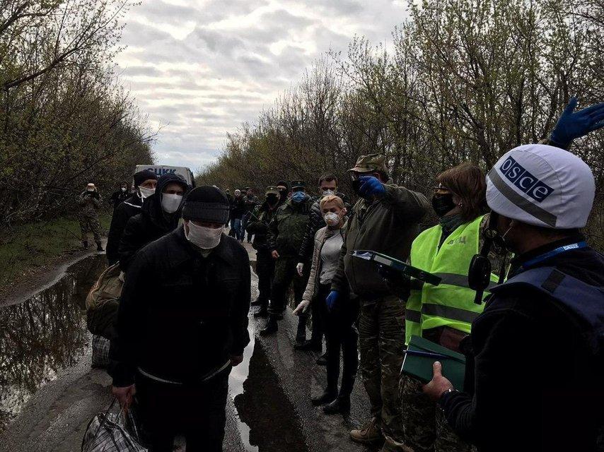 На Донбассе стартует обмен боевиков на заложников: террористы уже приехали - фото 198762