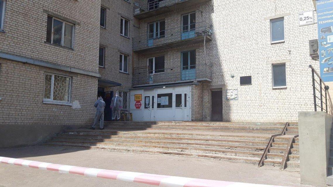 В частном общежитии под Киевом десятки людей заболели коронавирусом, двое умерших - фото 198958