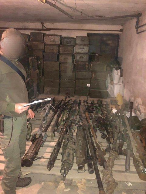 Копы и прокурорские накрыли базу 3 полка спецназа и говорят о 'самом масштабном схроне' - фото 199384