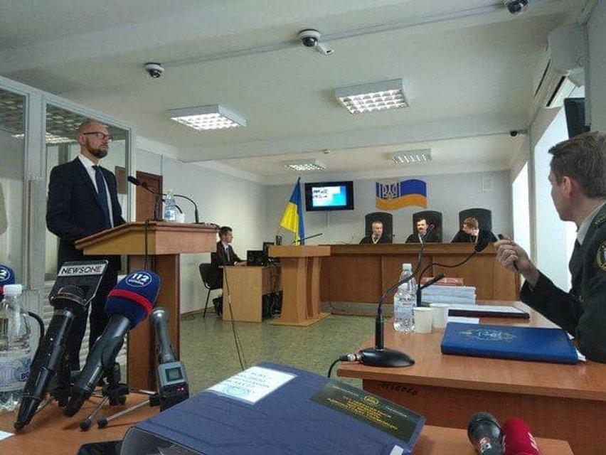 Суд допросит Порошенко и Яценюка – адвокат Януковича - фото 200161