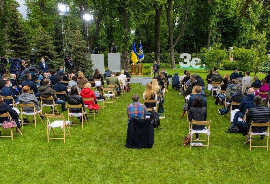 Кумовство, провалы и посадка Порошенко: Главное из пресс-конференции Зеленского - фото 200274