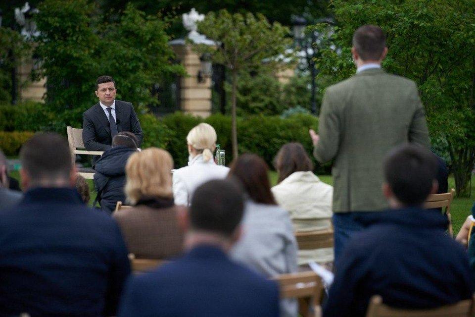 Кумовство, провалы и посадка Порошенко: Главное из пресс-конференции Зеленского - фото 200275