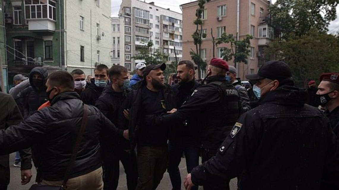 Возле офиса Медведчука прогремел взрыв – СМИ (ФОТО, ВИДЕО) - фото 200433