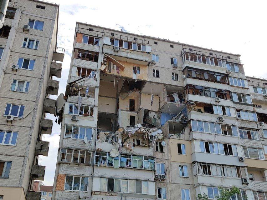 Под завалами жилого дома на Позняках находятся люди, есть погибшие (ВИДЕО) - фото 201723