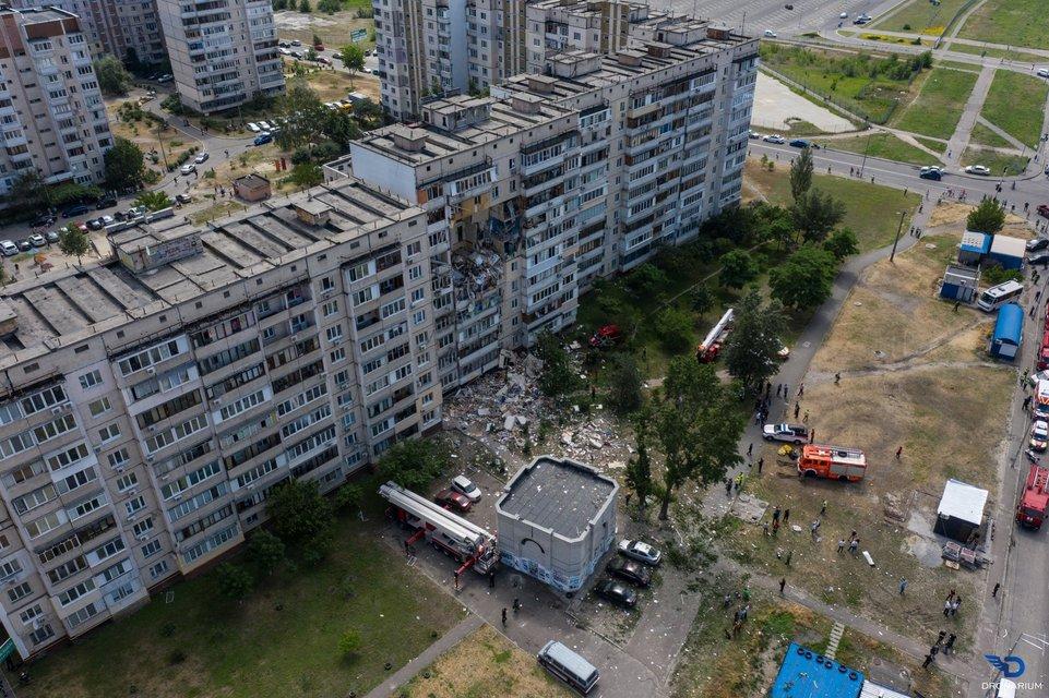 Под завалами жилого дома на Позняках находятся люди, есть погибшие (ВИДЕО) - фото 201726