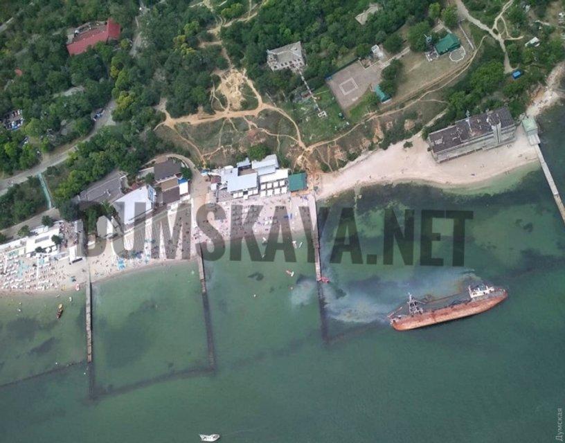 Под Одессой с затонувшего танкера разливаются тонны топлива - рядом ПЛЯЖ - фото 201738