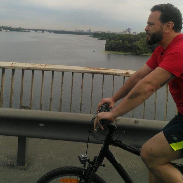 Ради нового видосика с велосипедом Дубинский создал огромную пробку в Киеве (ВИДЕО) - фото 202384