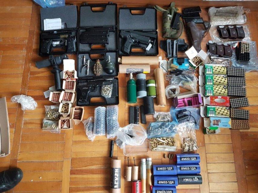 На Львовщине священник торговал оружием: Его схватила НПУ - ФОТО - фото 202475