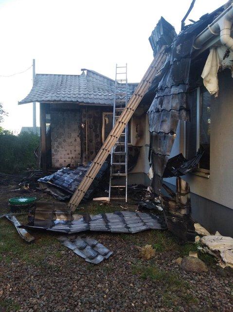 В Киеве сожгли дом антикоррупционера Шабунина (ФОТО) - фото 203100