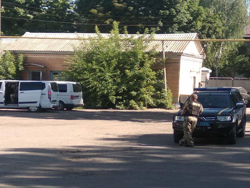 Угонщик авто в Полтаве угрожает взорвать себя вместе с полицейским (ФОТО) - фото 203114