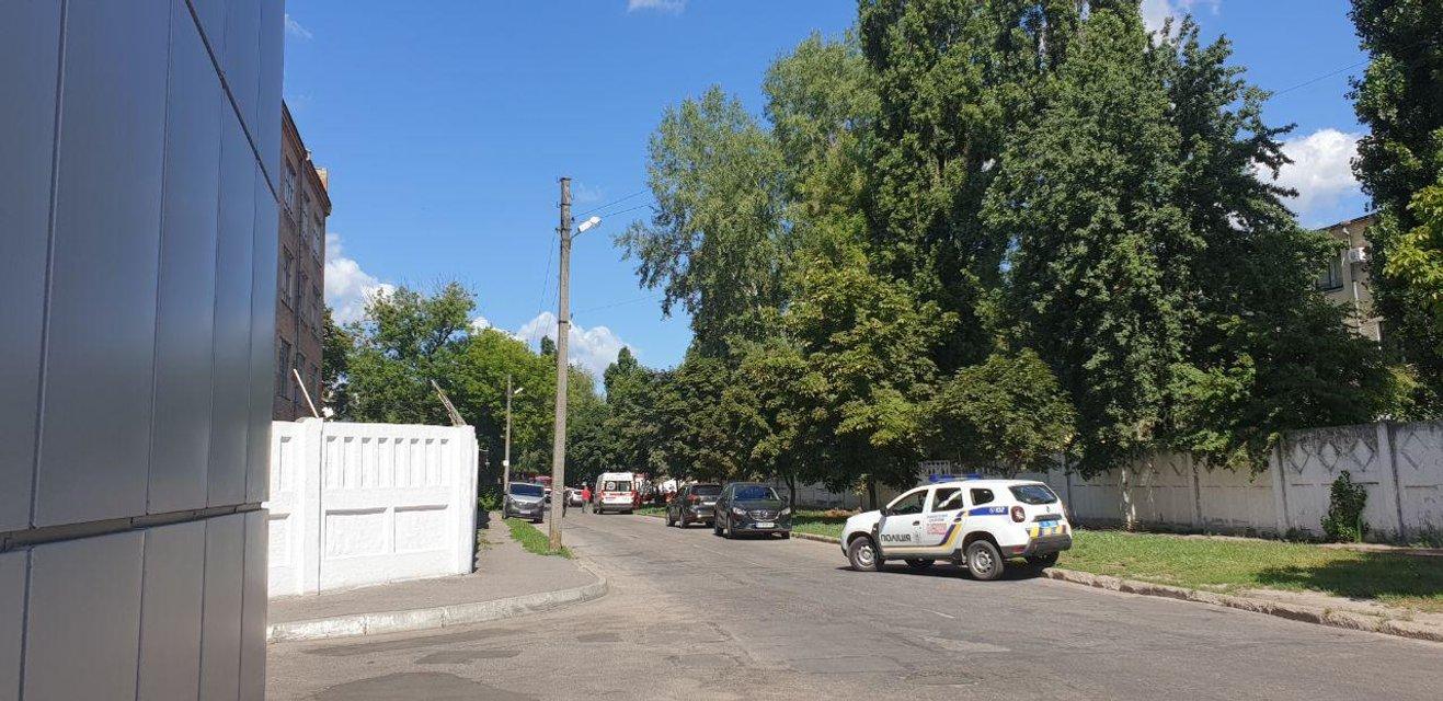 Угонщик авто в Полтаве угрожает взорвать себя вместе с полицейским (ФОТО) - фото 203115