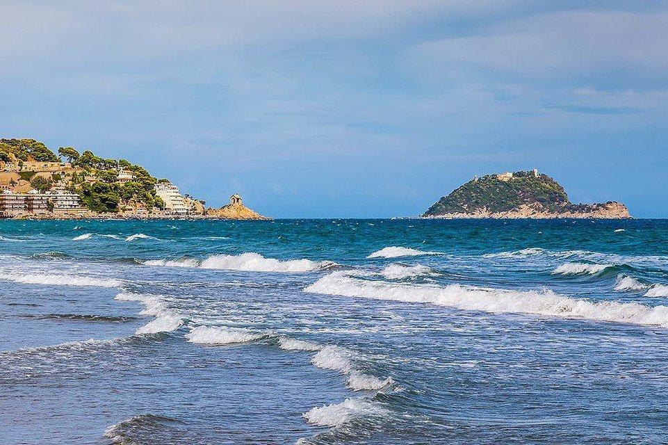 Сын экс-владельца 'Мотор Сич' купил остров в Италии - фото 203532