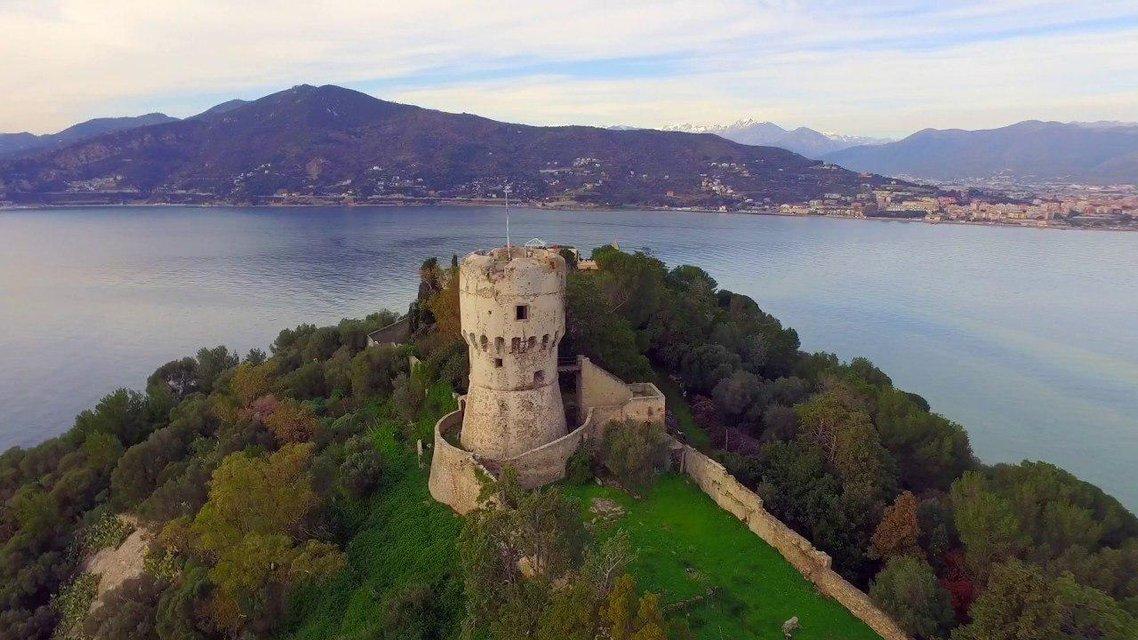 Сын экс-владельца 'Мотор Сич' купил остров в Италии - фото 203533