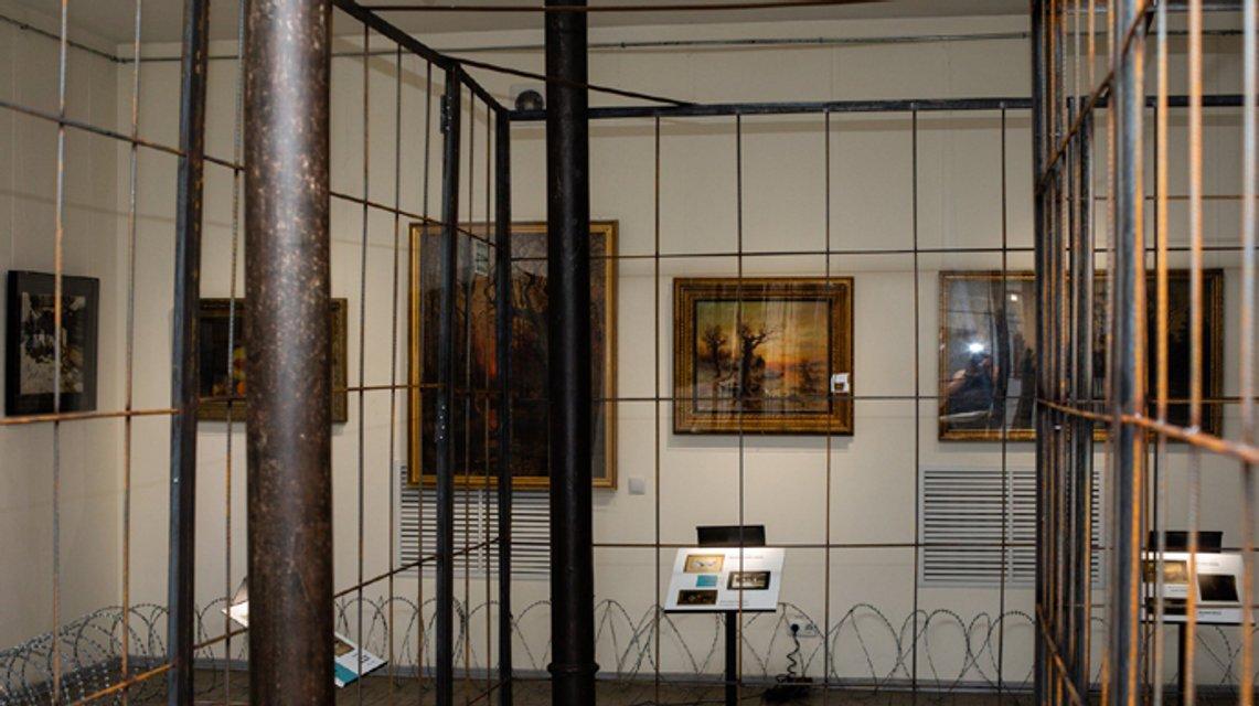 Суд отменил арест картин Порошенко - фото 203687