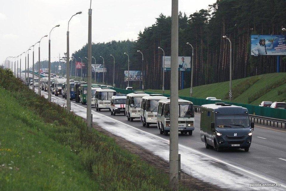 Выборы в Беларуси: Лукашенко уверенно победил, но в это не верят - фото 203773