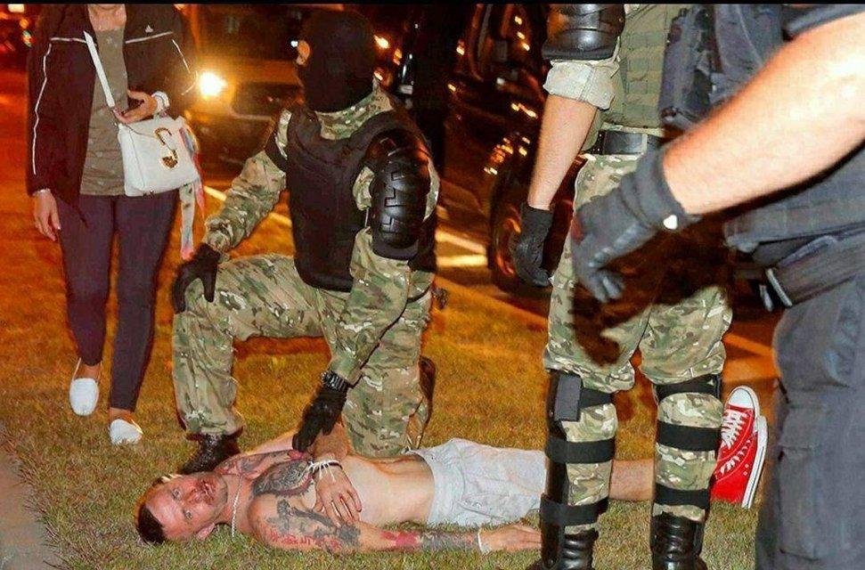В Беларуси ОМОН устроил кровавую бойню, пострадали сотни человек – ФОТО - фото 203785