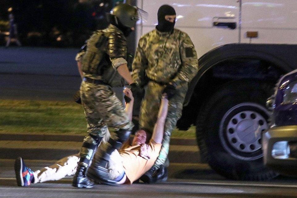 В Беларуси ОМОН избил 'до полусмерти' путинского топ-пропагандиста - фото 203826