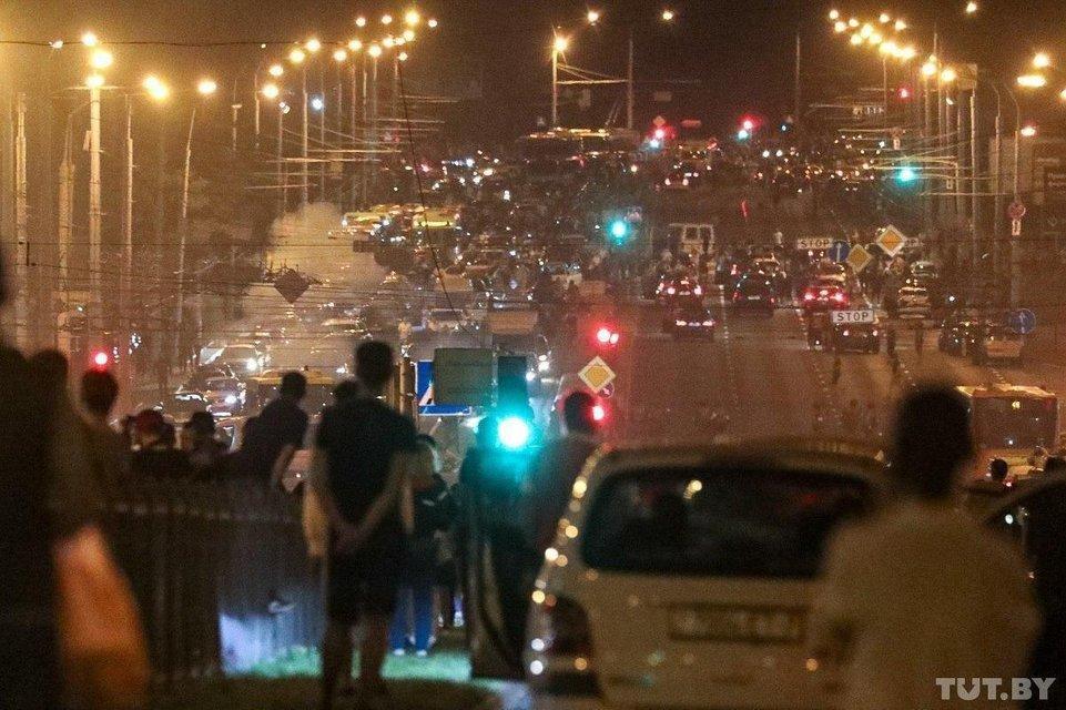 Протесты в Беларуси, день второй: Как это было – ФОТО, ВИДЕО - фото 203834