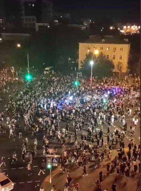 Протесты в Беларуси, день второй: Как это было – ФОТО, ВИДЕО - фото 203835